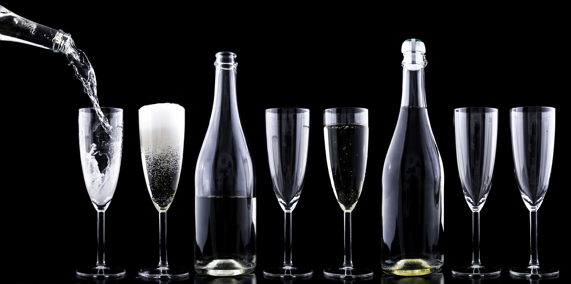 Champagne and glasses (Credit: pixabay/DariuszSankowski)